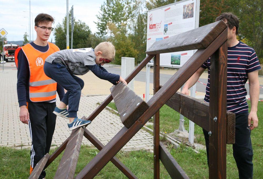 Běžecký závod pro děti za podpory Alfa-Omega servisu & spol ve vojenském muzeu v Rokycanech pořadal spolek Sport Stars zs Plzeň